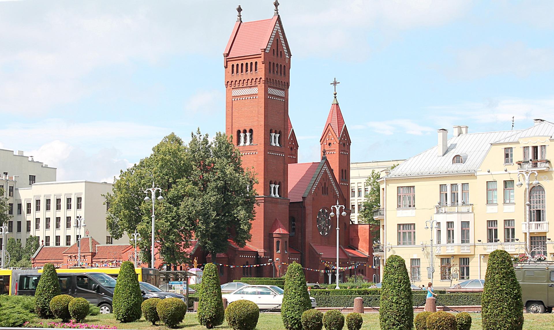 Веб камера – Красный костел – прямая трансляция святой службы – Минск
